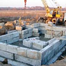 Ленточный фундамент из бетонных блоков ФБС